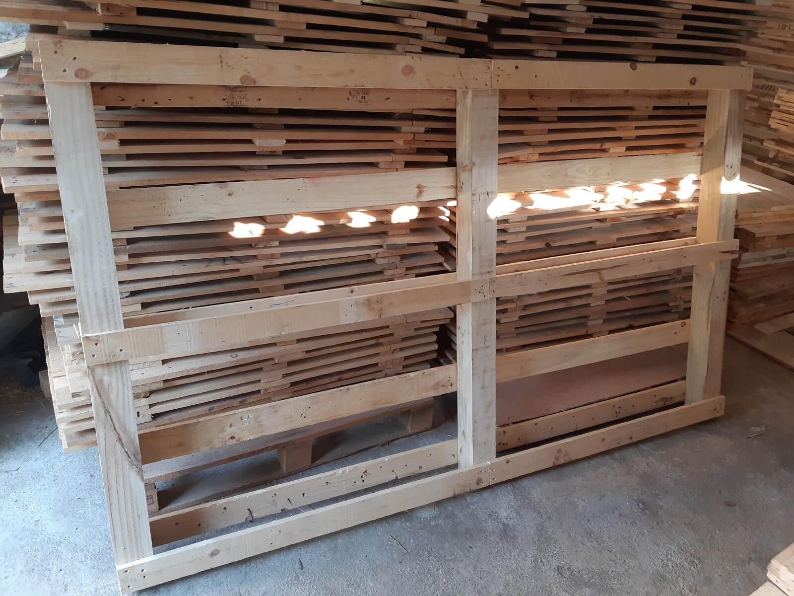 Các thanh gỗ thường là những vật tái sử dụng nên độ an toàn sẽ không cao