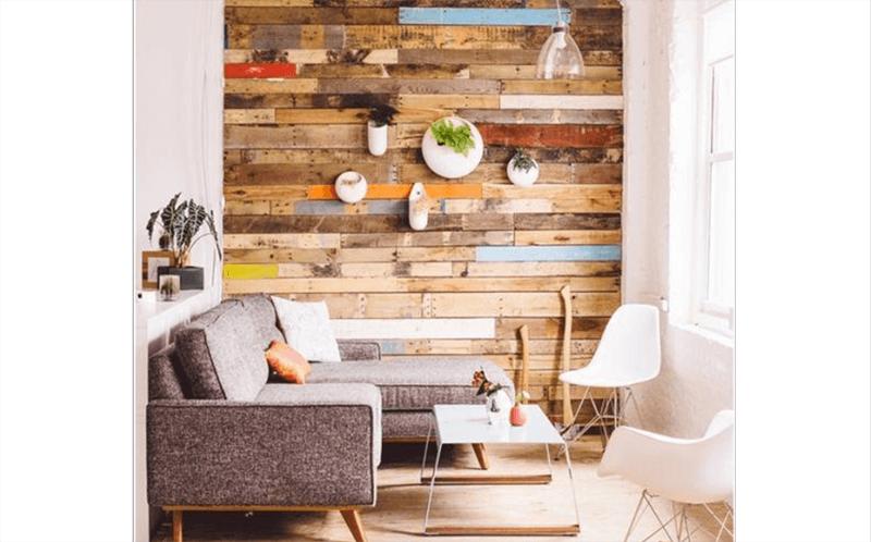 Kệ treo tường gỗ pallet thiết kế phá cách